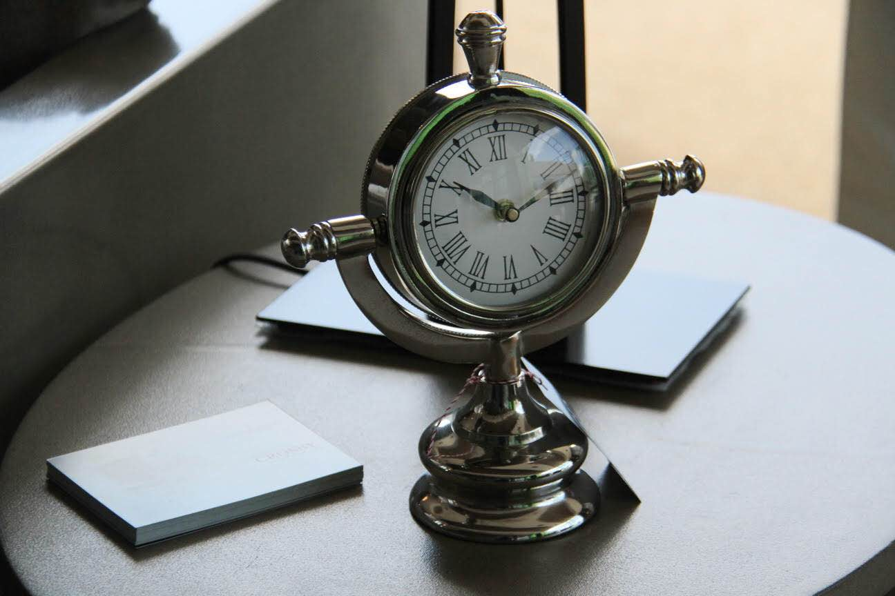 Reloj cromo de mesa