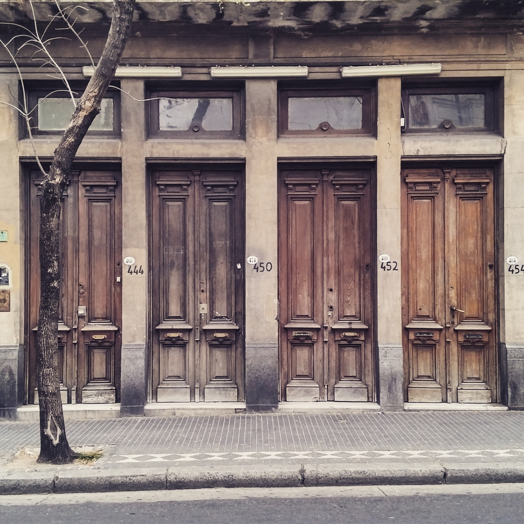 Edificio de viviendas. Monserrat, Ciudad Autónoma de Buenos Aires. @argenpuertas
