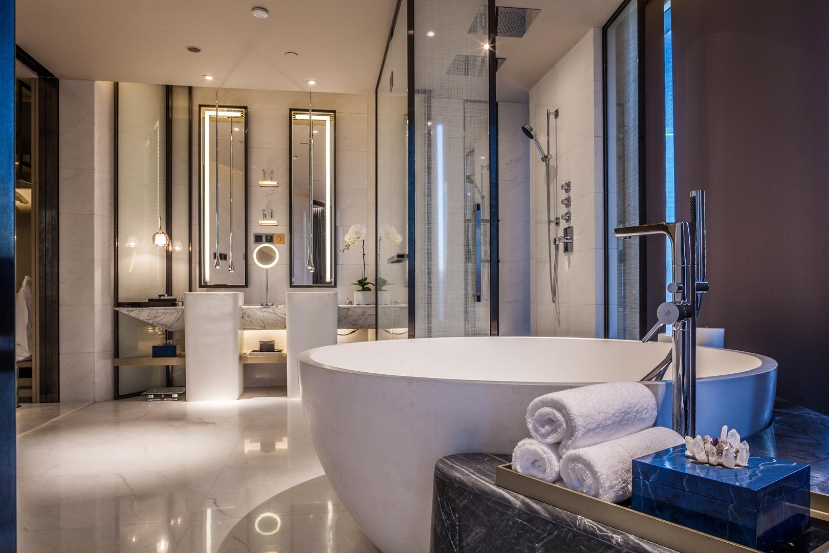 14 Suite Bathroom (Copy)