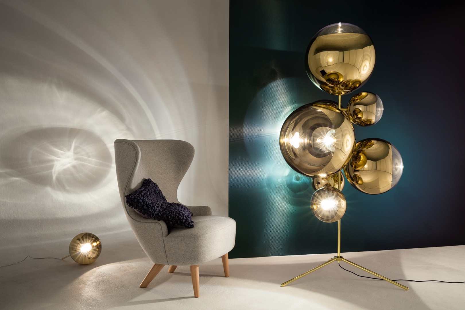 Mirrorball Standing Chandelier with Wingback Mirco & Boucle Cusion (Copy) - copia