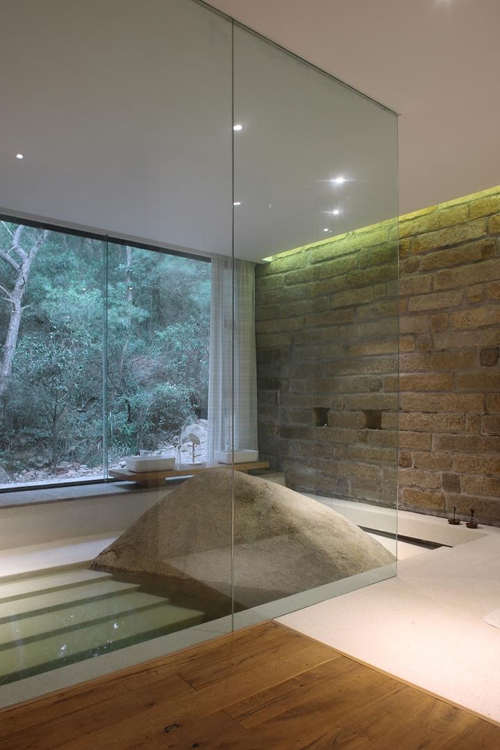 11, master bedroom bathtub 1 (Copy)