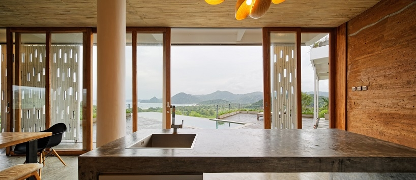 BudiPradono-Architects_ClayHouse_Publication_09_photo-by-Fernando-Gomulya (Copy)