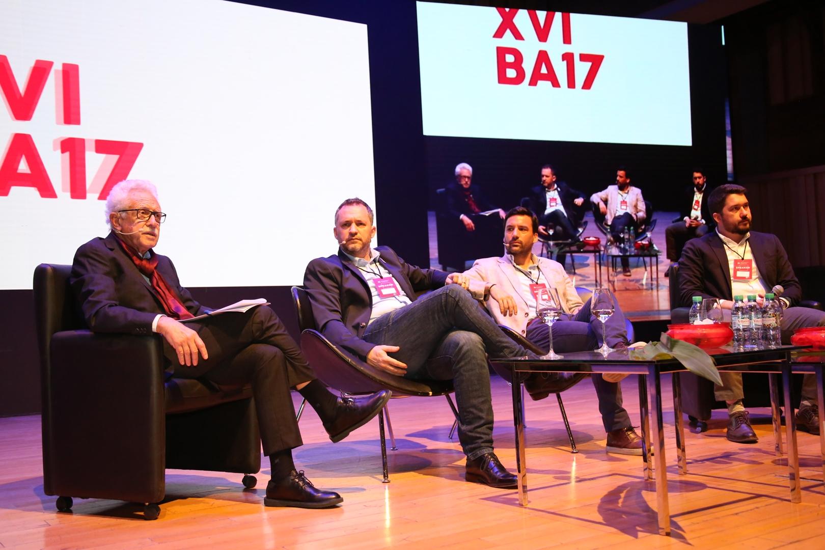 Carlos Sallaberry, Leandro Larrosa, Gustavo Nacimiento y Alvaro García Resta - Mesa Redonda Futuro e Innovación de las Ciudades (Copy)