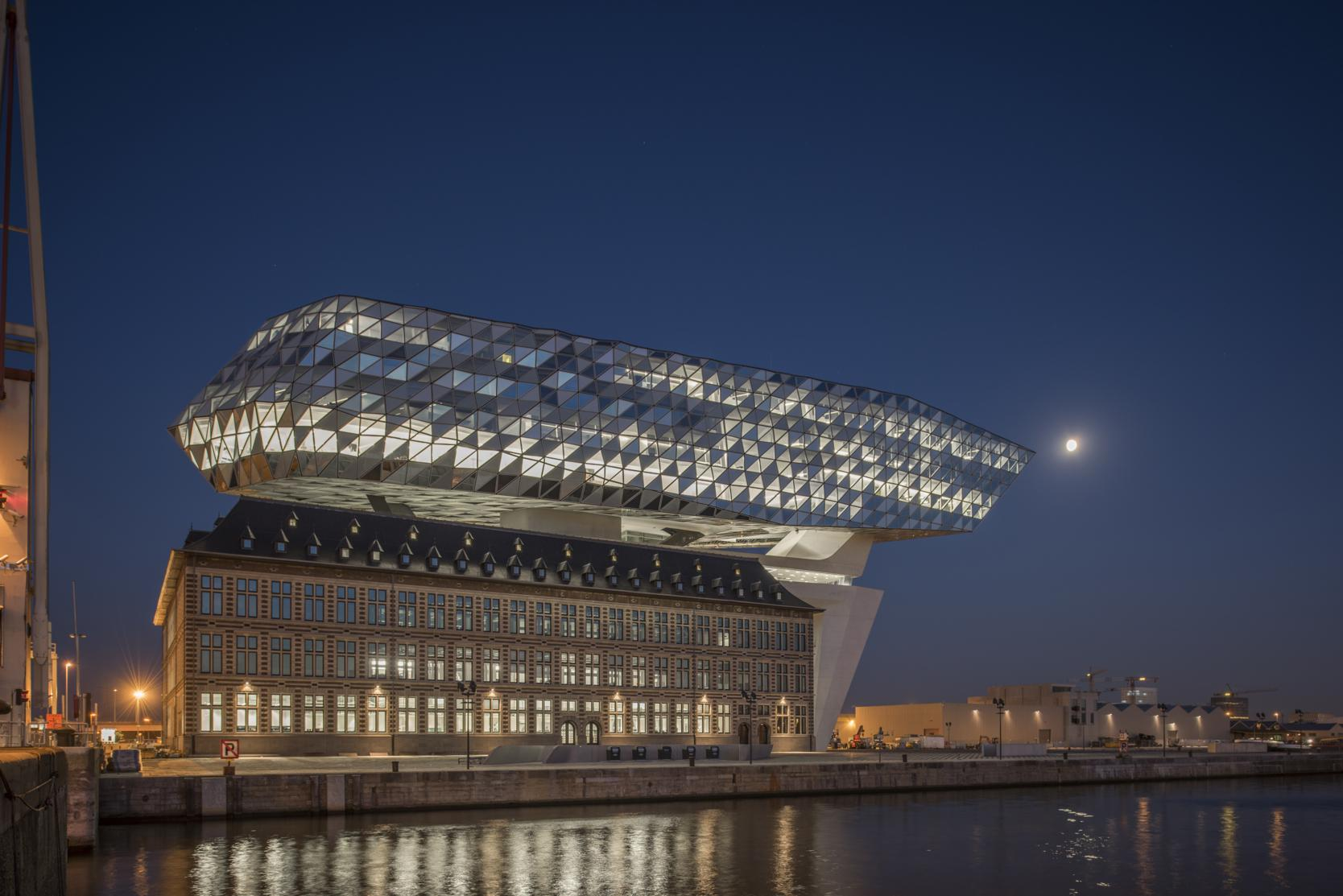 ZHA_Port House Antwerp_Exterior shot with moon © Tim Fisher 2016