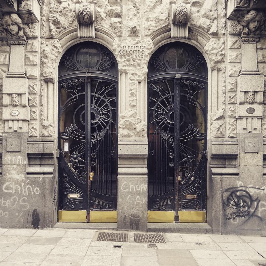 Casa Calise - Arq. Virginio Colombo (1911). Balvanera, Ciudad Autónoma de Buenos Aires. @argenpuertas