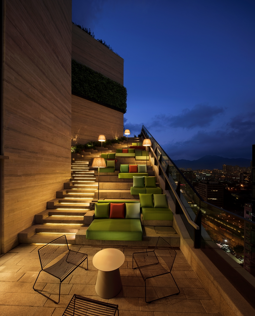 skypark_grandstaircase_F27 (Copy)