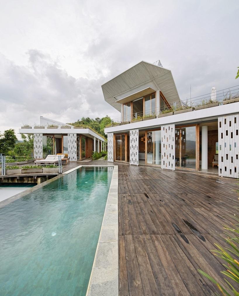 BudiPradono-Architects_ClayHouse_Publication_03_photo-by-Fernando-Gomulya (Copy)