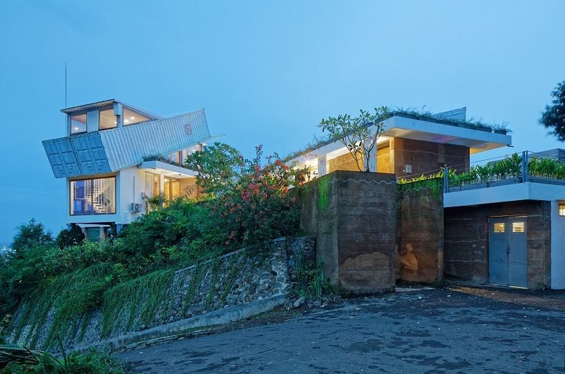BudiPradono-Architects_ClayHouse_Publication_13_photo-by-Fernando-Gomulya (Copy)