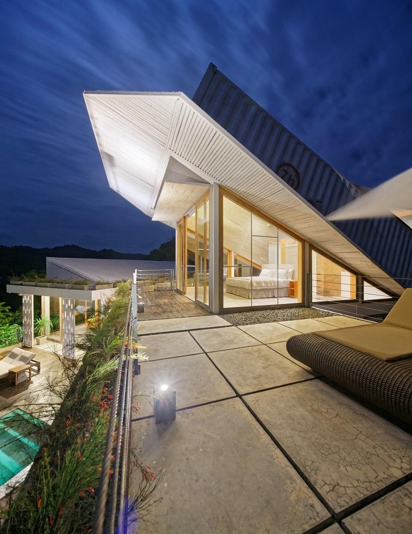 BudiPradono-Architects_ClayHouse_Publication_15_photo-by-Fernando-Gomulya (Copy)