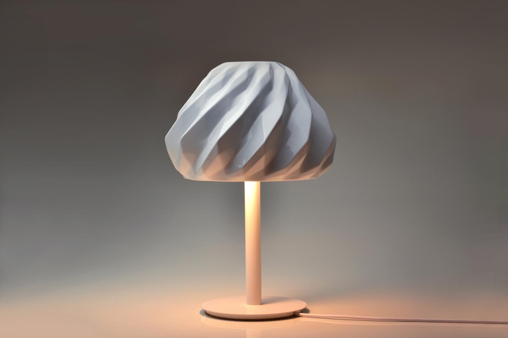 Holaria-Light-Abajur-Plissan-geometrico-BrancoBrilho (Copy)