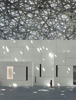 4. Louvre Abu Dhabi - Interior view 1  © Photography Roland Halbe - Louvre Abu Dhabi - Architecte Jean Nouvel (Copy)