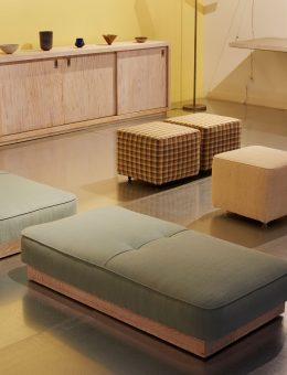 Galería a cargo del estudio CONVERSO, dedicado al diseño de mobiliario moderno.