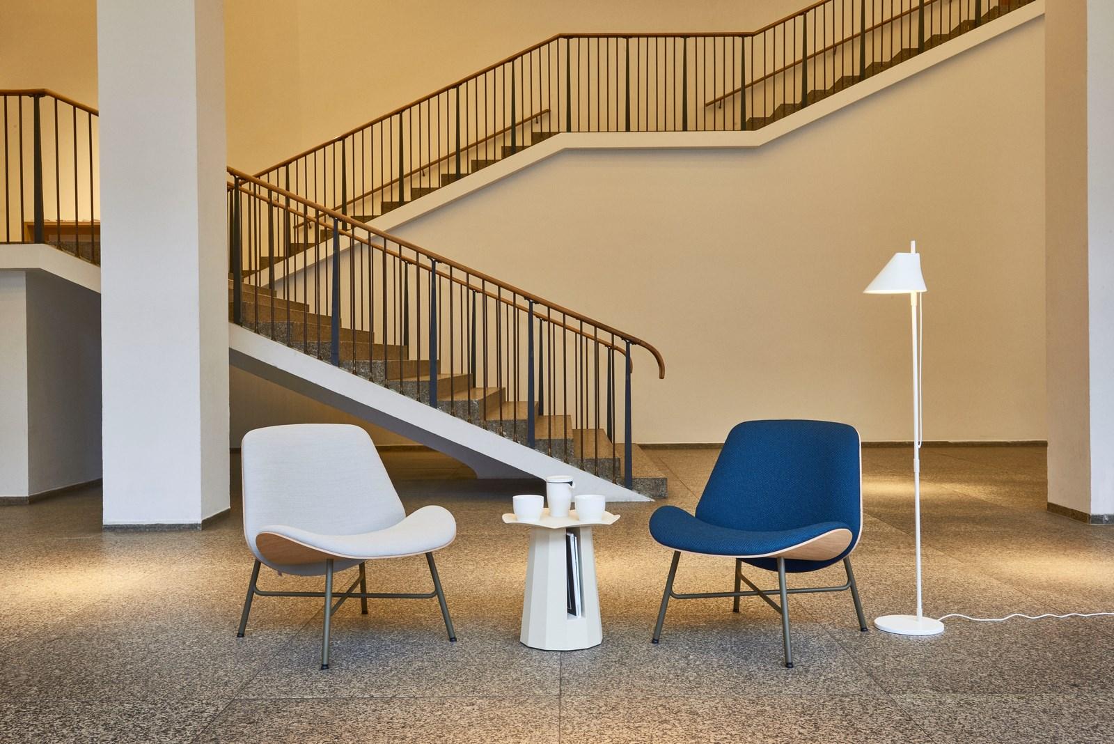 Silla Nihan y la mesa auxiliar Golden Nugget, de la marca holandesa de moda Pode. Clásicos modernos (Foto: far.design; Koelnmesse)