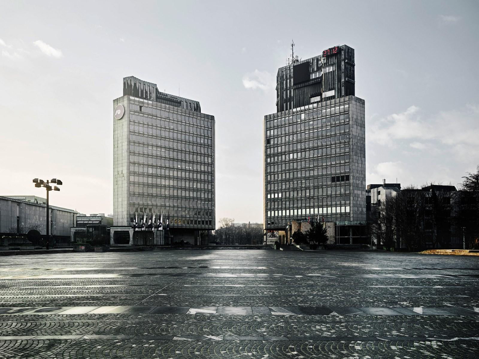 Edvard Ravnikar, Plaza de la Revolución (hoy Plaza de la República), 1960-74, Ljubljana, Eslovenia. Vista de la plaza. Foto: Valentin Jeck, encargado por el Museo de Arte Moderno, Nueva York, 2016