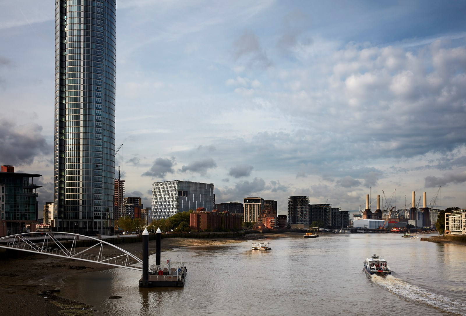 View southwest from Vauxhall Bridge - Ph: Richard Bryant - arcaidimages.com