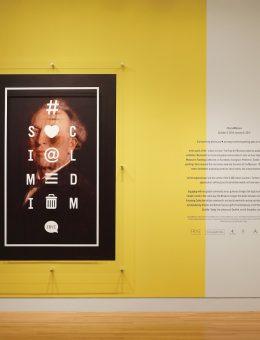 Identidad de la exposición Social Medium. Foto: Civilization.