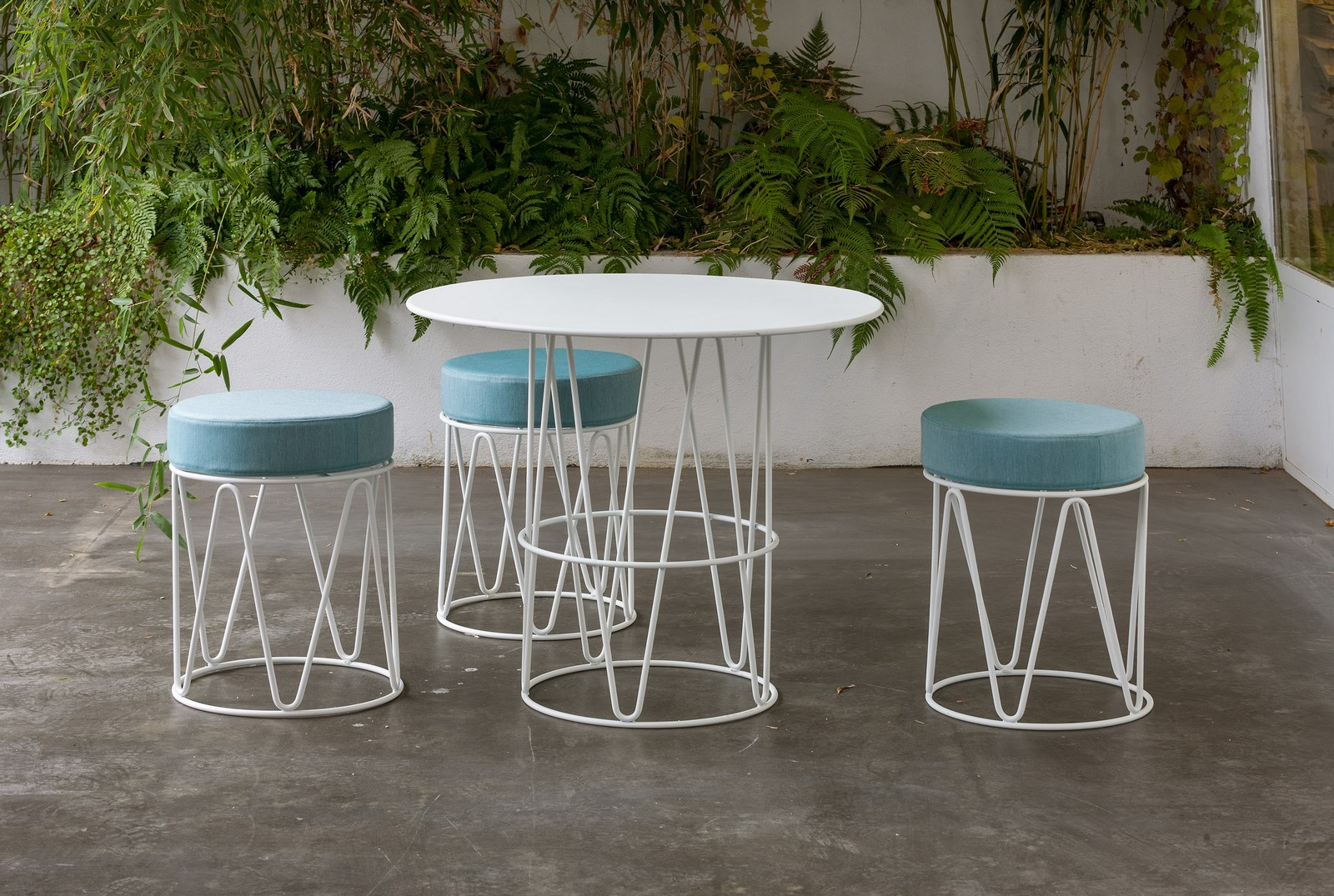 iSiMAR_Lagarto stools and table (Copy)