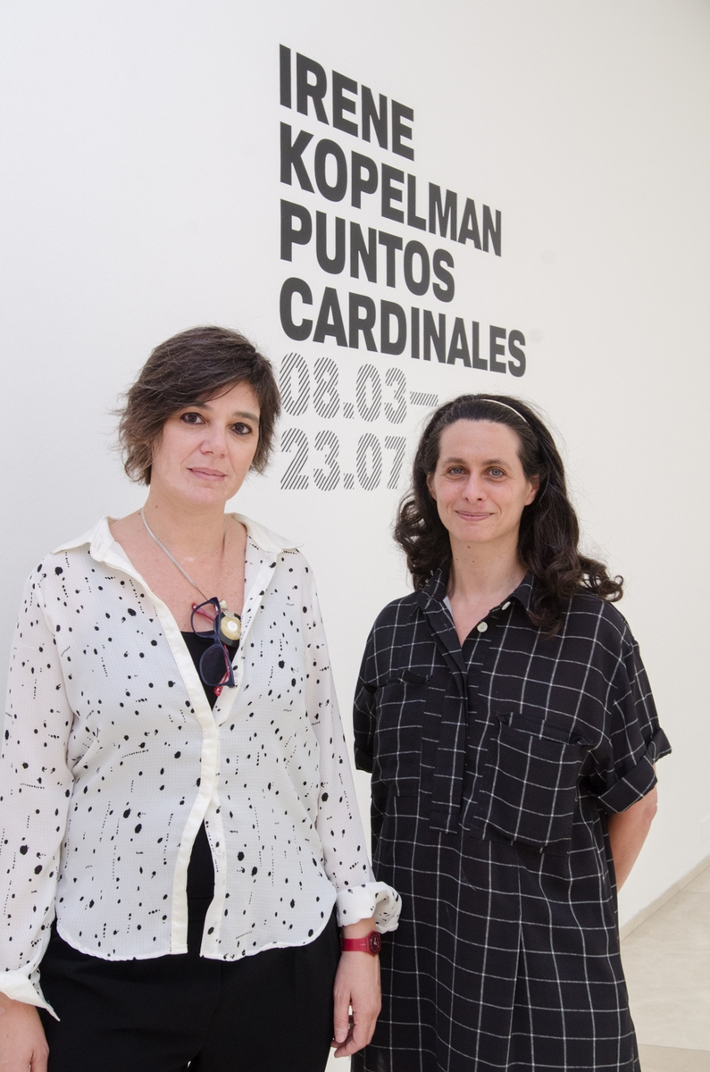 Irene Kopelman y la curadora Carina Cagnolo (Copiar)