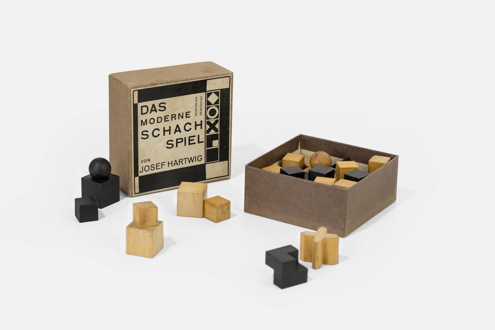 Juego de ajedrez diseñado en la Bauhaus. Josef Hartwig (diseño del juego), Joost Schmidt (diseño de packaging), 1924.  Foto: A. Körner (bildhübsche Fotografie) / Gentileza ifa