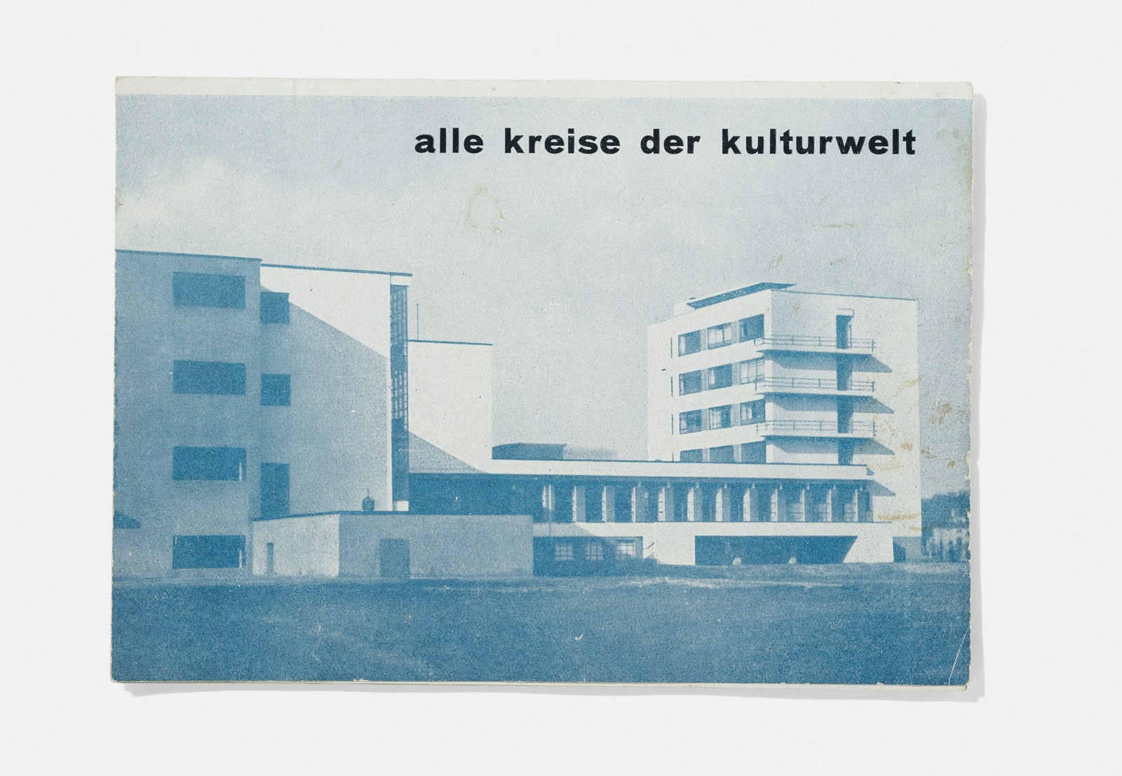 "Bauhaus Dessau, folleto promocional de la revista ""bauhaus, alle kreise der kulturwelt"" (bauhaus, todos los círculos del mundo cultural""), 1927. Foto: A. Körner (bildhübsche Fotografie) / Gentileza ifa"