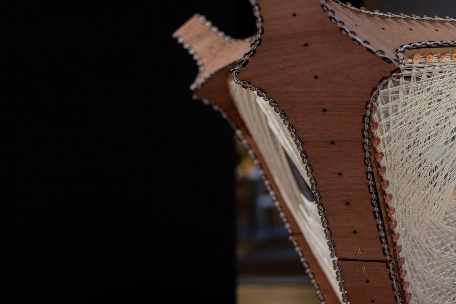 08_Bent wood and robotically woven fibre prototype_Digital Turn_The Building Centre_-¬Chris Jackson (Copiar)