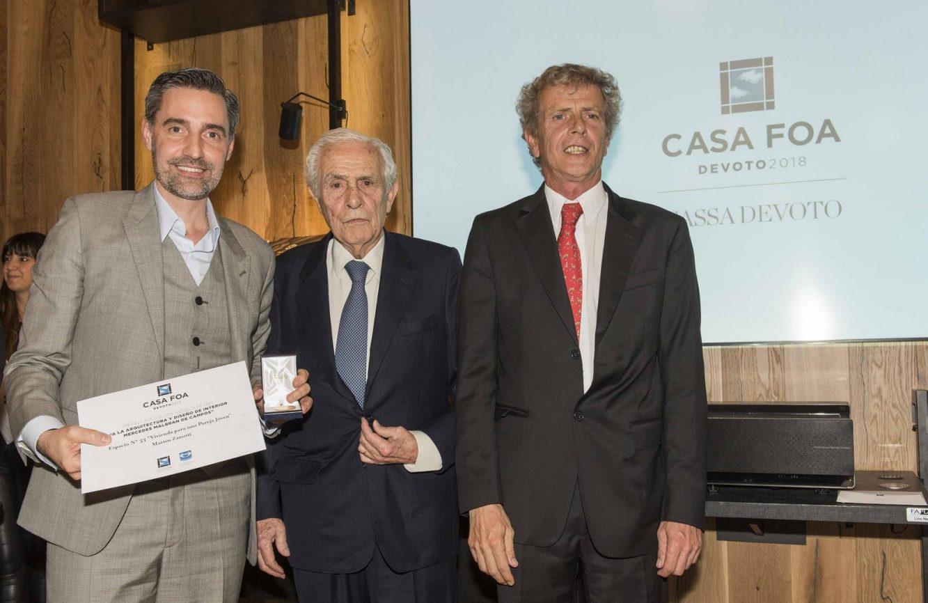 Martín Zanotti ganador de la medalla de oro a la arquitectura y el diseño interior junto al Dr. Enrique Segundo Malbran y Marcos Malbran