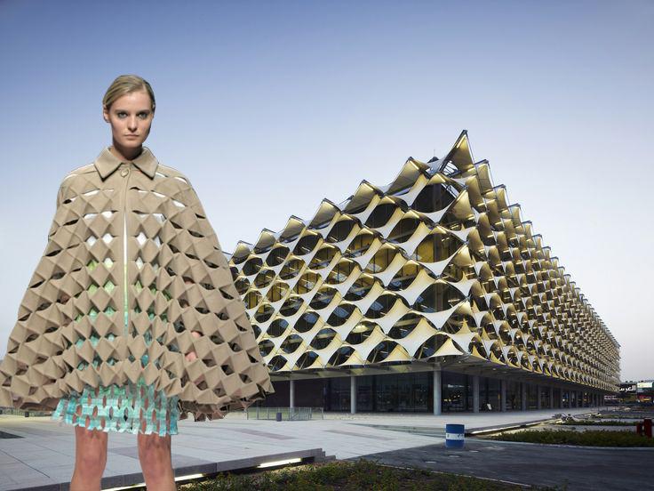El uso de la tela otorga un gran potencial morfológico en la arquitectura, como en el caso de la fachada retorcida de la Biblioteca Nacional King Fahad en Riyadh, Arabia Saudita, por Geber Architekten. Respectivamente, se usaron diseños retorcidos de Origami en un abrigo diseñado por Alexandra Verschueren.
