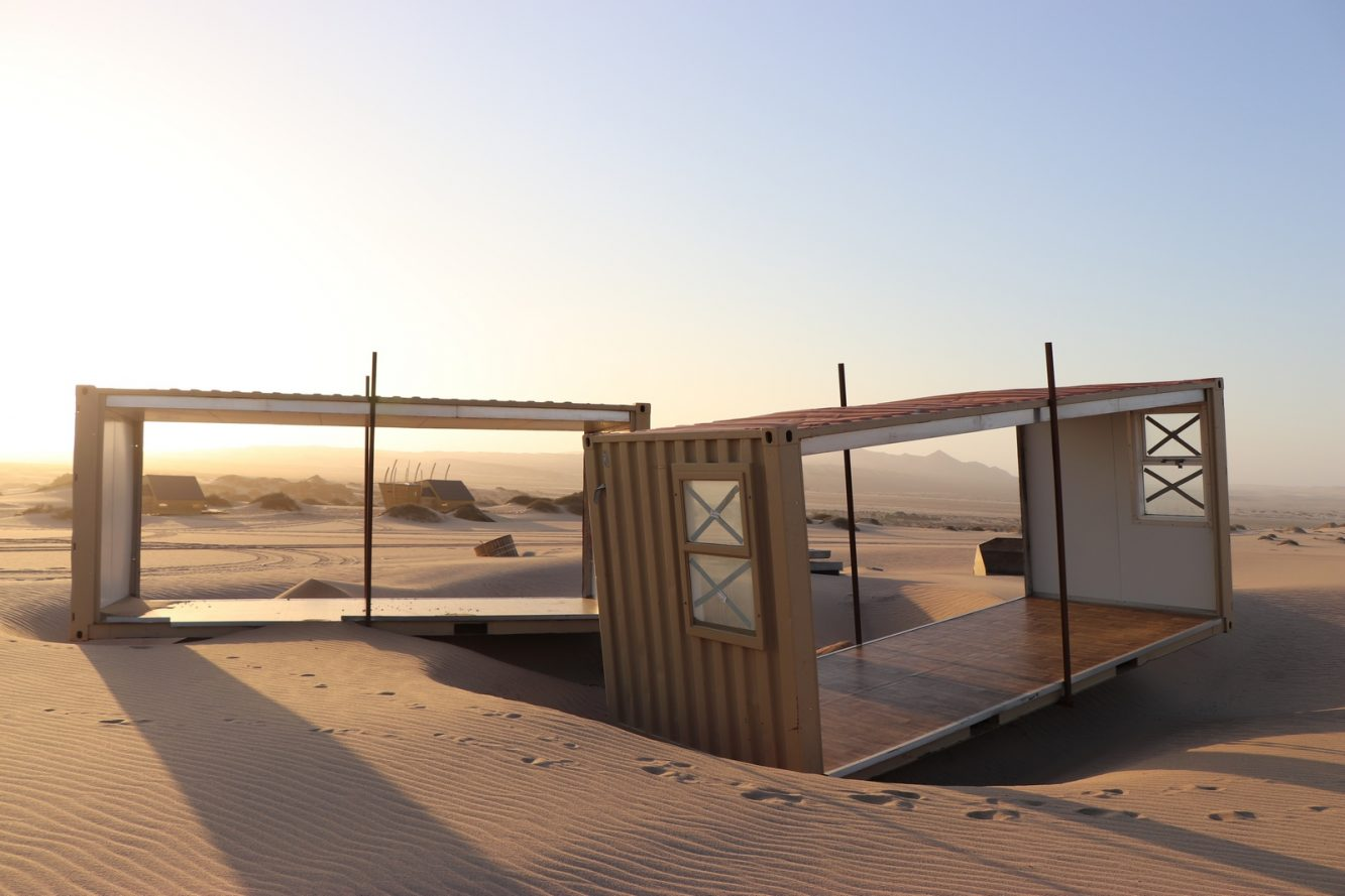 Containers wind undermined (Copiar)