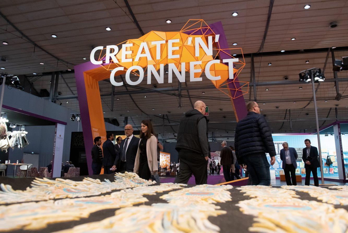 """DOMOTEX - Weltleitmesse für Teppiche und Bodenbeläge. CREATE'N'CONNECT ist das Leitthema der DOMOTEX 2019. Auf der Sonderausstellungsfläche """"Framing Trends"""" in Halle 9 wird unter diesem Motto der Megatrend """"Konnektivität"""" attraktiv in Szene gesetzt."""