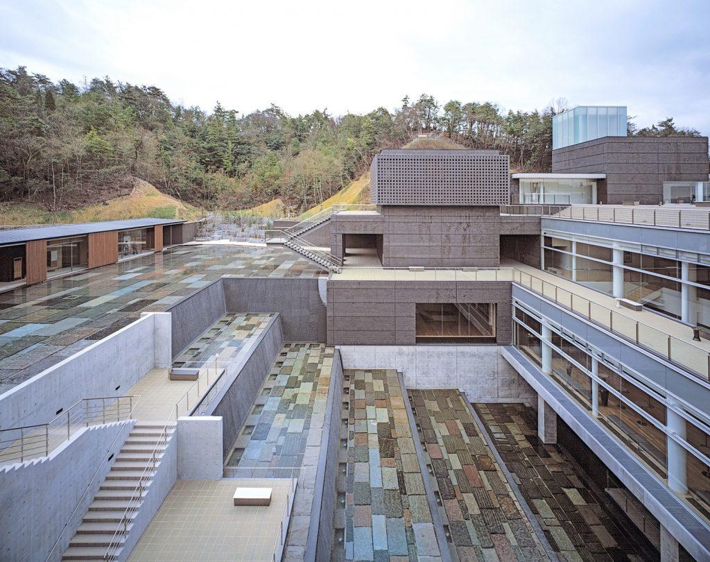 Ph: Hisao Suzuki