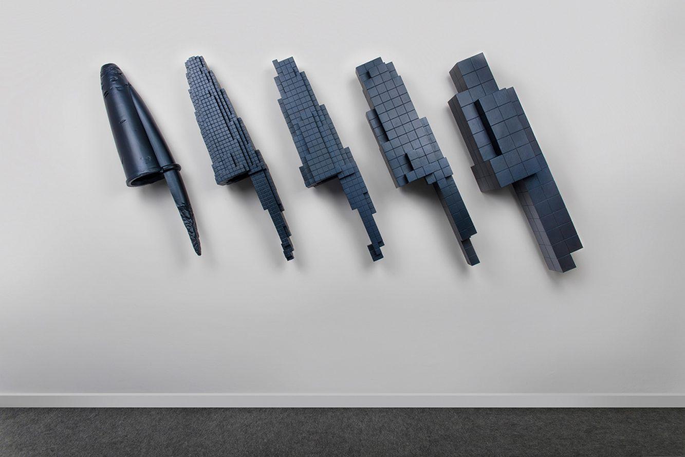 VOXEL 1 Poliestireno y resina policromados 124 x 270 x 32 cm