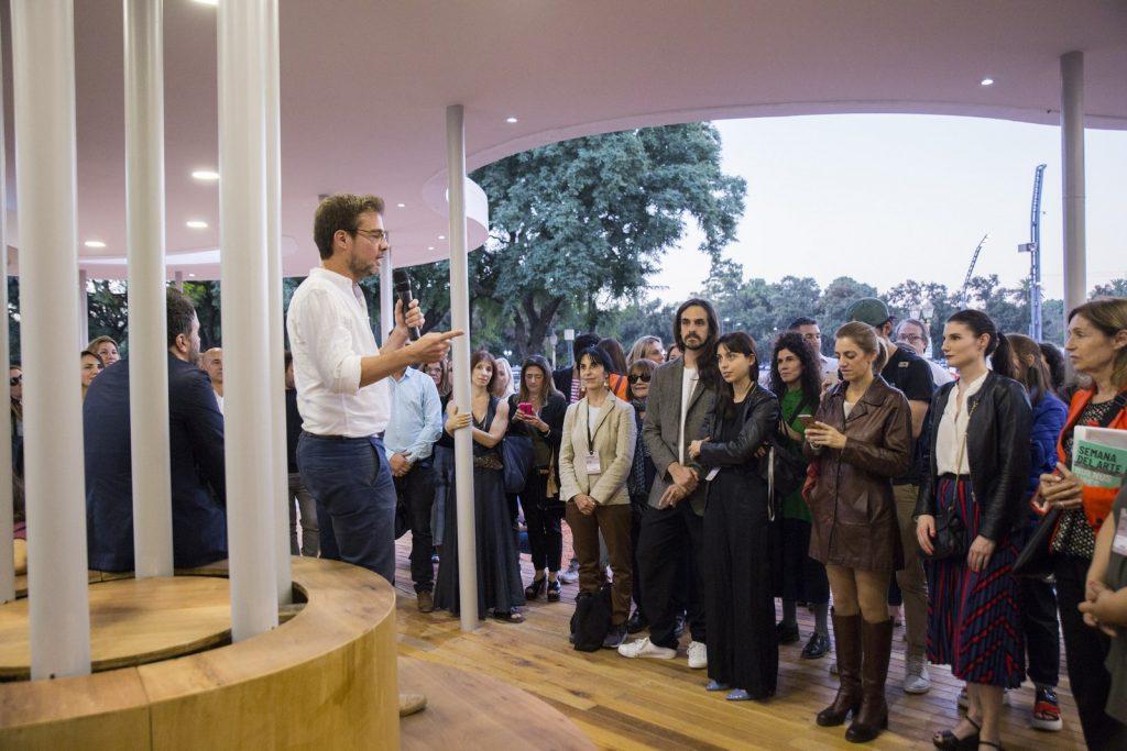 Enrique Avogadro, Ministro de Cultura de GCBA y representantes de instituciones y artistas participantes de Semana del Arte (Copiar)