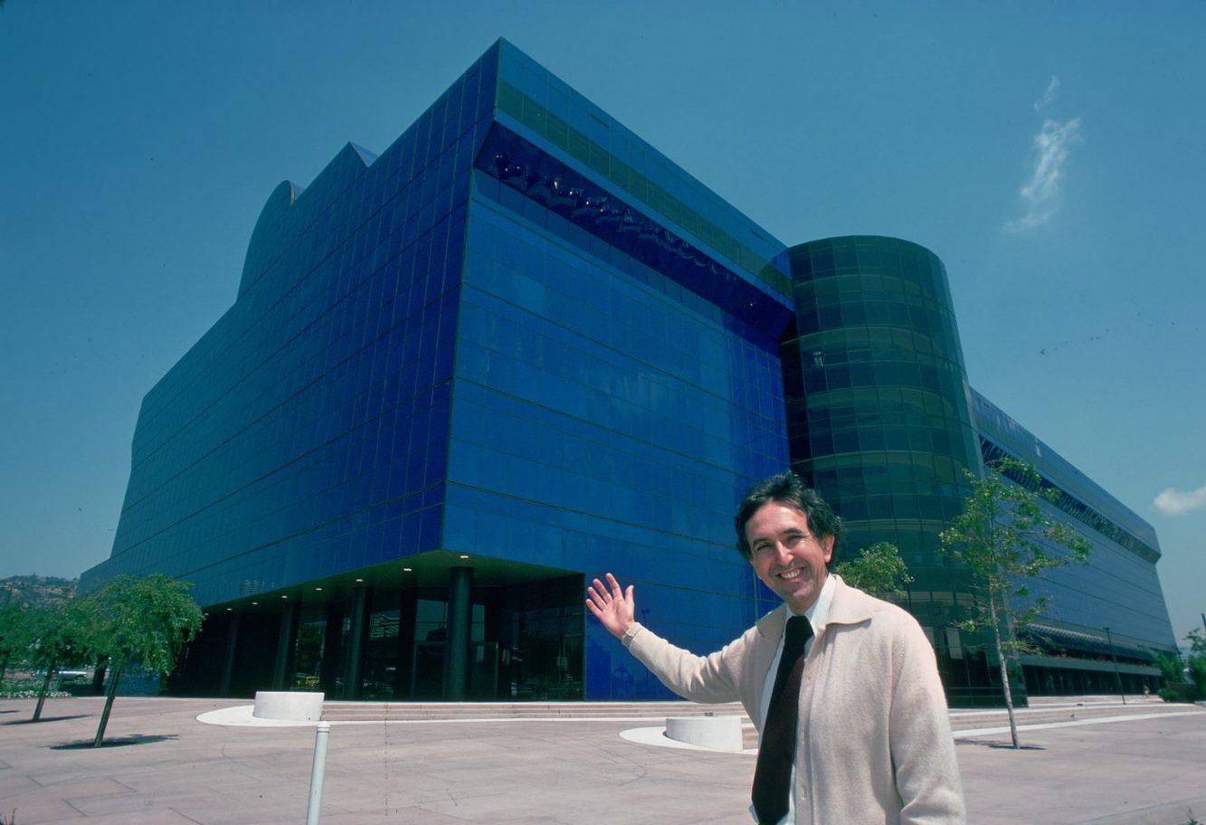 César Pelli Blue Building